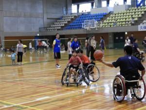 車椅子バスケ体験の様子
