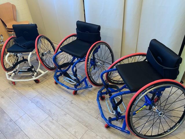 24時間テレビチャリティー委員会よりバスケット用車いすを受贈