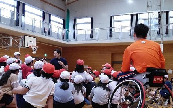 11/27(水) 宮久保小学校で「車いすバスケットボール」体験授業